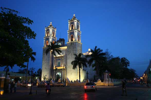Valladolid Eglise by night Mexique