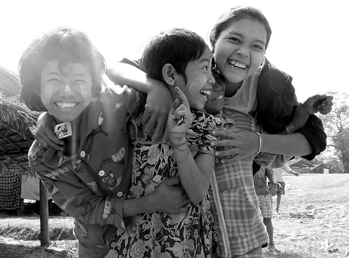 Enfants Visages Birmans Bilu Gyun