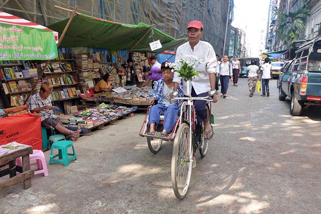 velo yangon birmanie