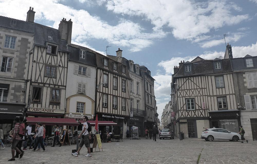 Poitiers, rues pavées, place du marché