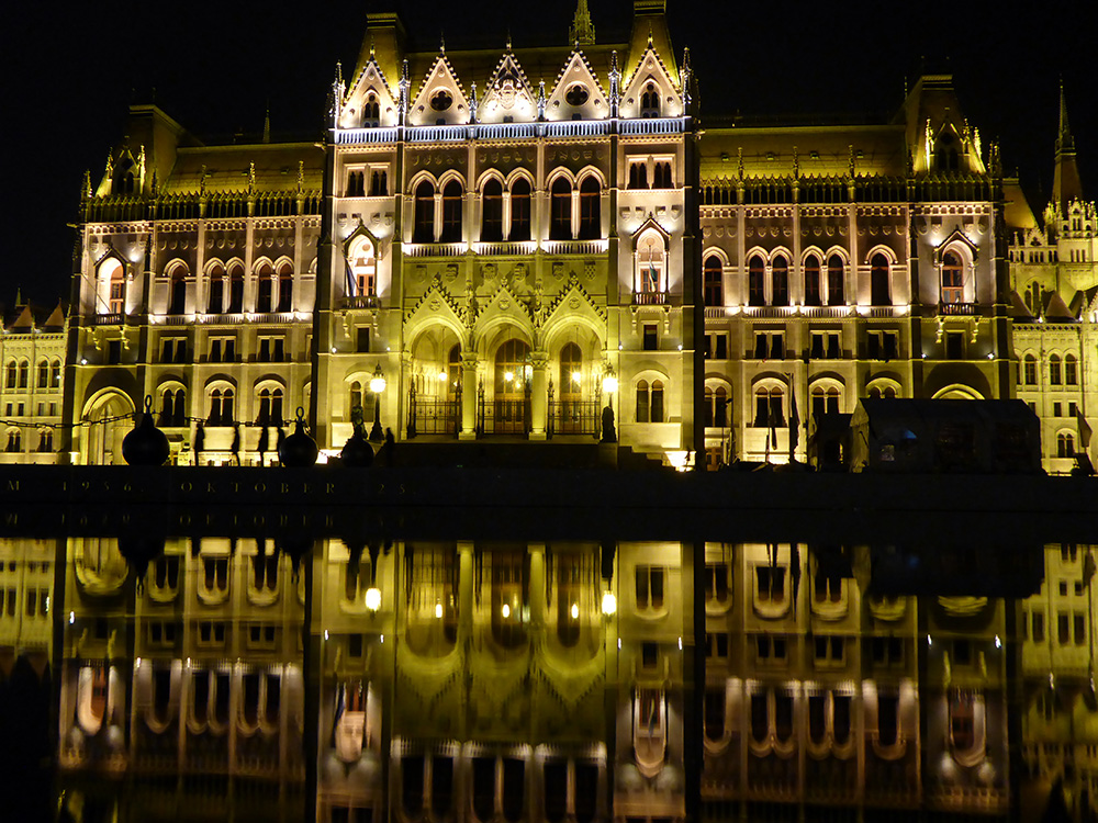 Le Parlement de Budapest de nuit