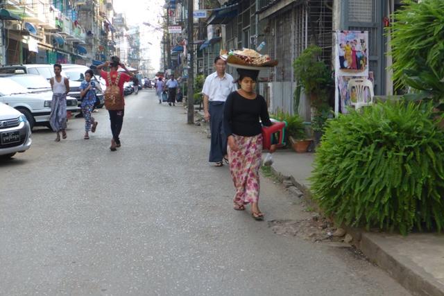 birmanie myanmar femme yangon