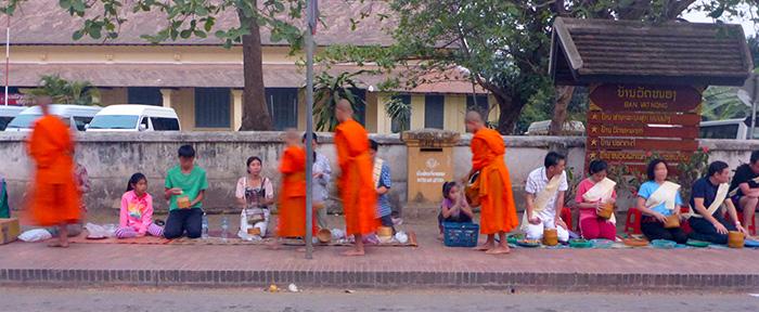 Offrandes aux moines Luang Prabang