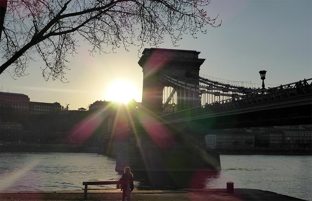 Pont des chaînes de Budapest au coucher soleil, Hongrie
