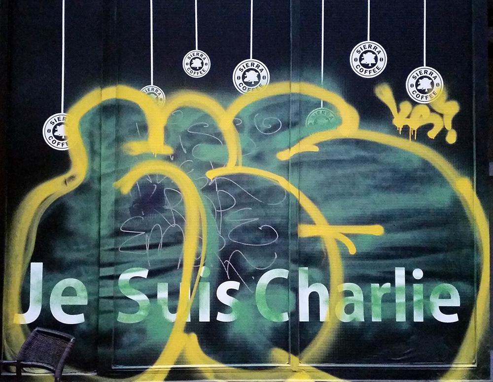 Street art dans le quartier juif de Budapest / Je suis Charlie