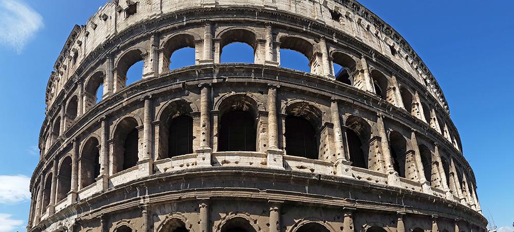 S'Émerveiller devant le Colisée de Rome en Italie
